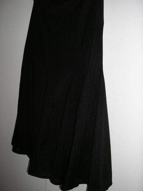 590. Čierna spol. sukňa, 42