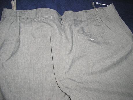685. Sivé eleg. nohavice     , 48