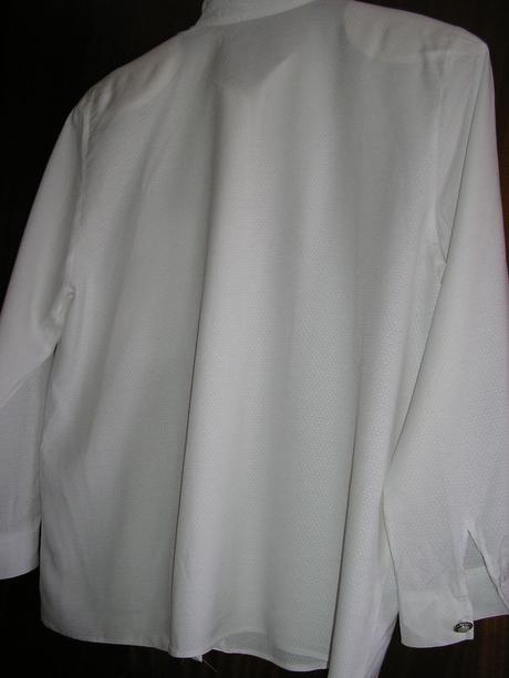 697. košeľa, M