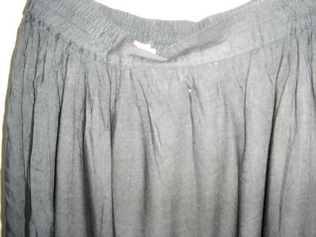699 Čierna sukňa, 40