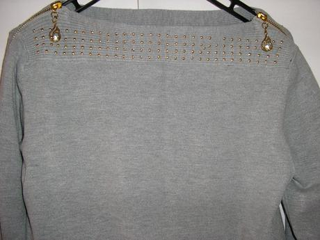 768. Sivé šaty, M