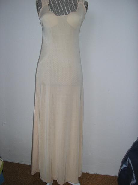 828. Dlhé šaty, XS