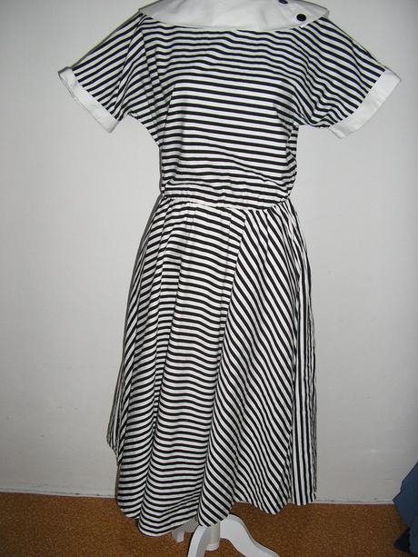 835. C&A prúž. šaty, 44