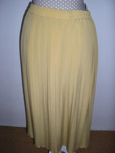 840. Plisovaná sukňa, M