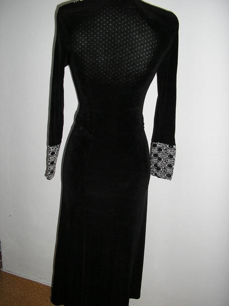 853. šaty , S