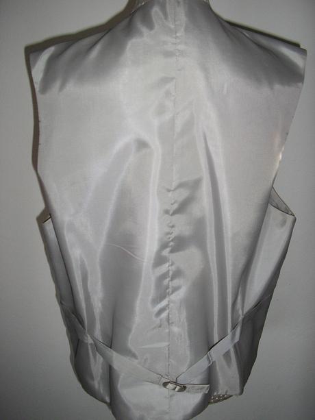 910. Pánsky oblek, 48