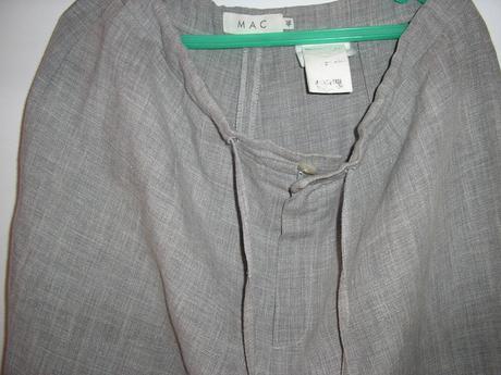 Sivé nohavice, 46