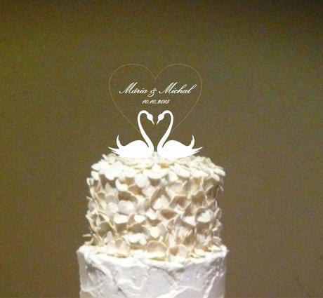 """ozdoba na tortu """"labute + srdiečko s gravírovaním"""","""