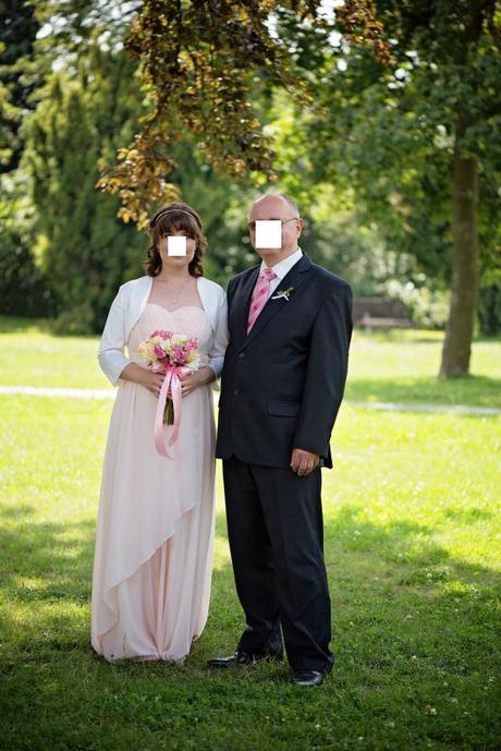Normální i těhotenské svatební šaty, 38