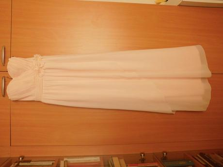 Těhotenské svatební šaty, 38