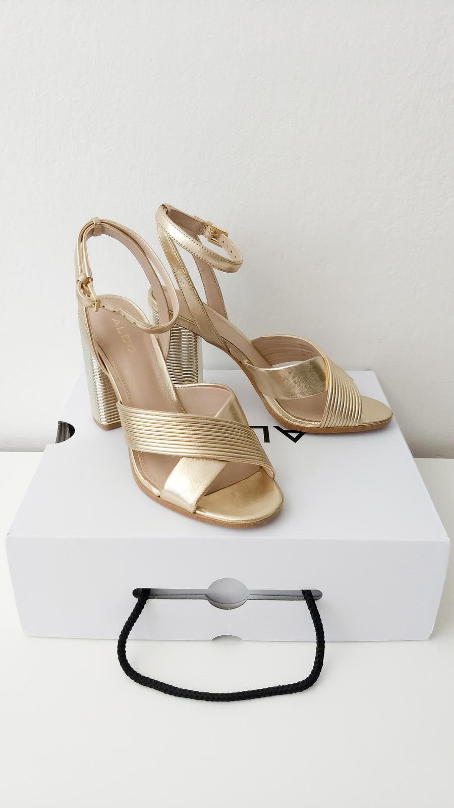 f5fe6cfb8a68 Zlaté kožené sandálky zn.aldo - 37