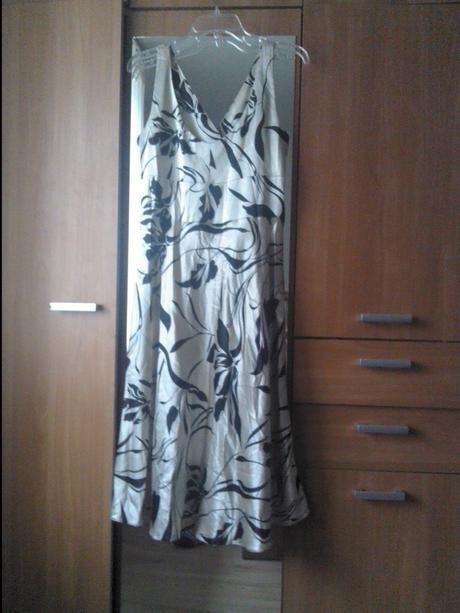 Saténové šaty na ramienka, 46