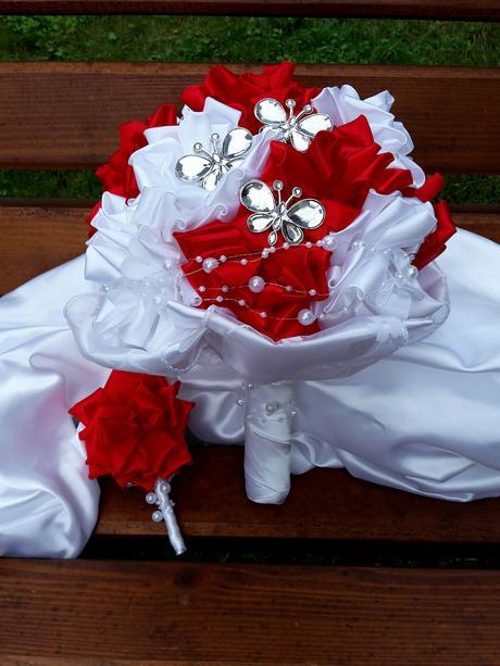 Červeno biela kytička, pošta v cene,