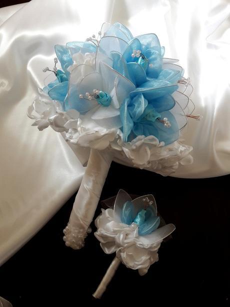 Kytička v modro bielej farbe,pošta v cene,