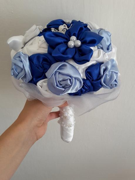 Modro biela kytica, pošta v cene,