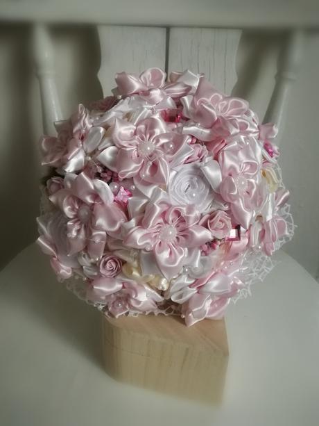 Rozkvitnutá ružovo biela,pošta v cene,