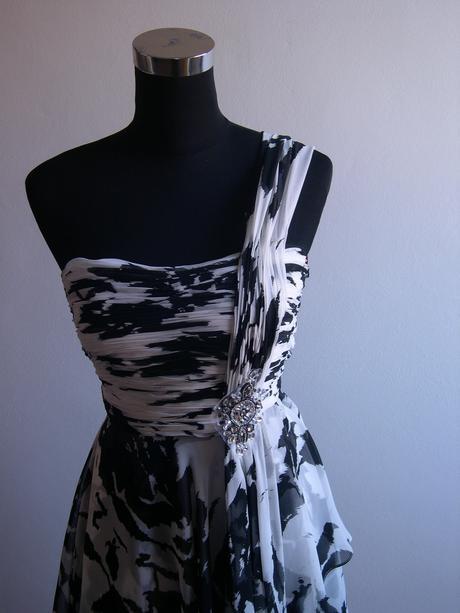 Koktejlové šaty, 38