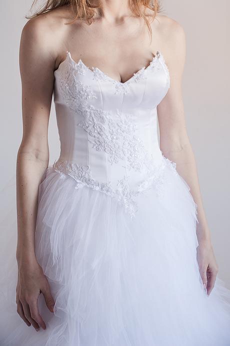 Pohádkové tylové svatební šaty + vyšívaný korzet, 38