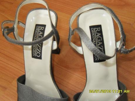Sivé trblietavé sandálky, 37
