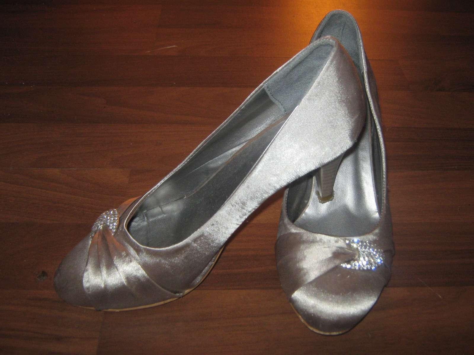a1c1a2f6488 Společenské boty - stříbrné - vel. 39