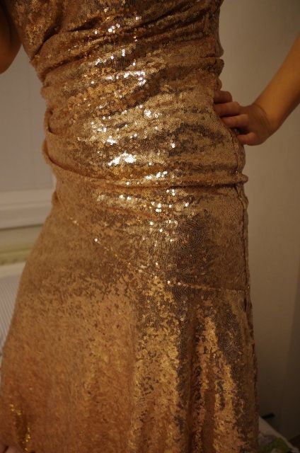 Vecerne zlate saty f907fd00f72