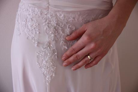 Svatební šaty s vyšívanou krajkou, 36