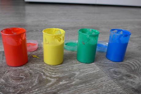 Prstové barvy,
