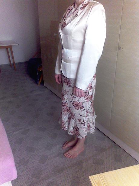sukničkový kostým, 38