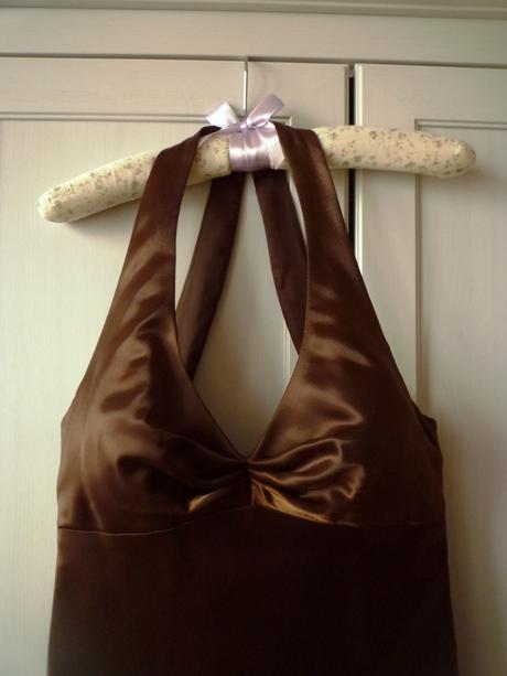 Hnedé saténové šaty, 36