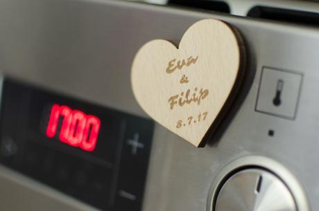 Dřevěná svatební magnetka,
