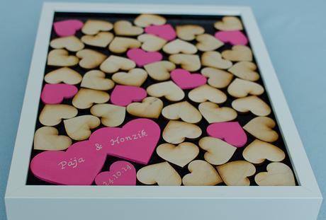 Svatební kniha - bílá s barevnými srdíčky,
