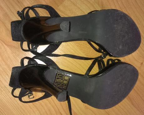 1x obuté sandále, 39