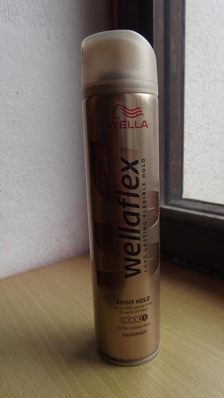 Lak na vlasy Wellaflex,