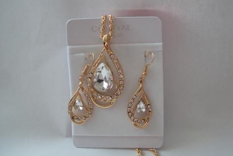 náušnice a náhrdelník ,