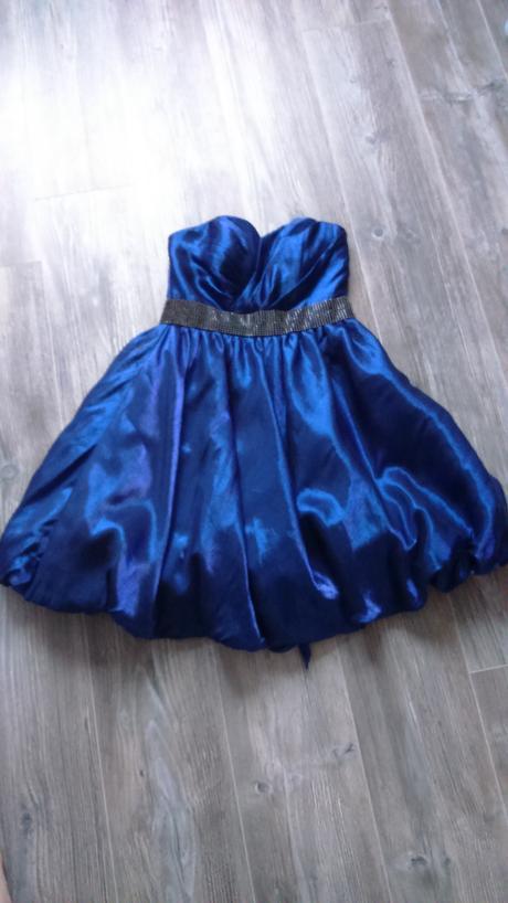 Krátke spoločenské šaty, 38