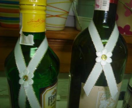 nepoužité ozdoby na fľaše,