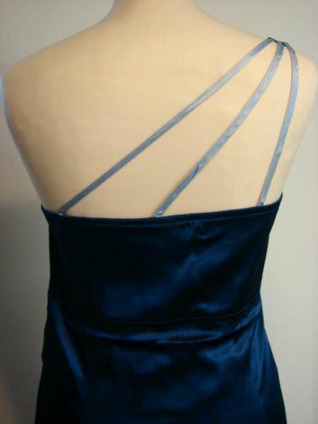 saténové šaty, 44