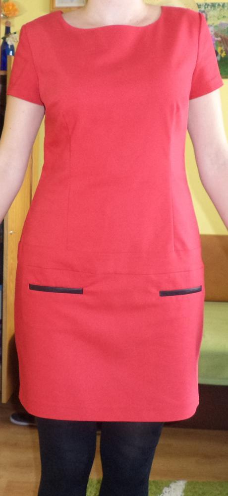 Červené šaty, 40