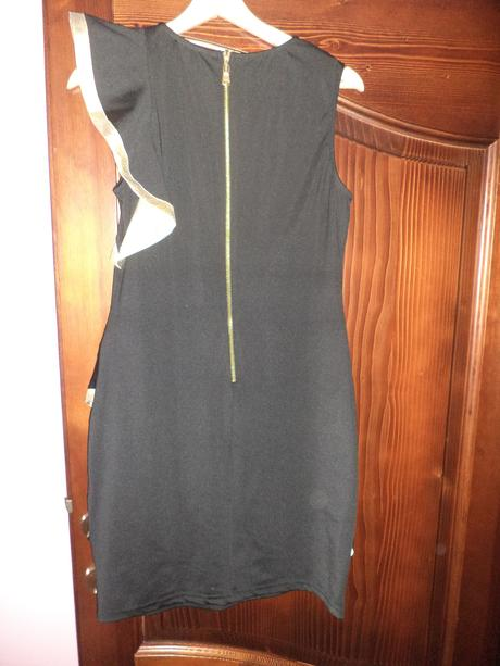 Čierno-zlaté šaty, 42