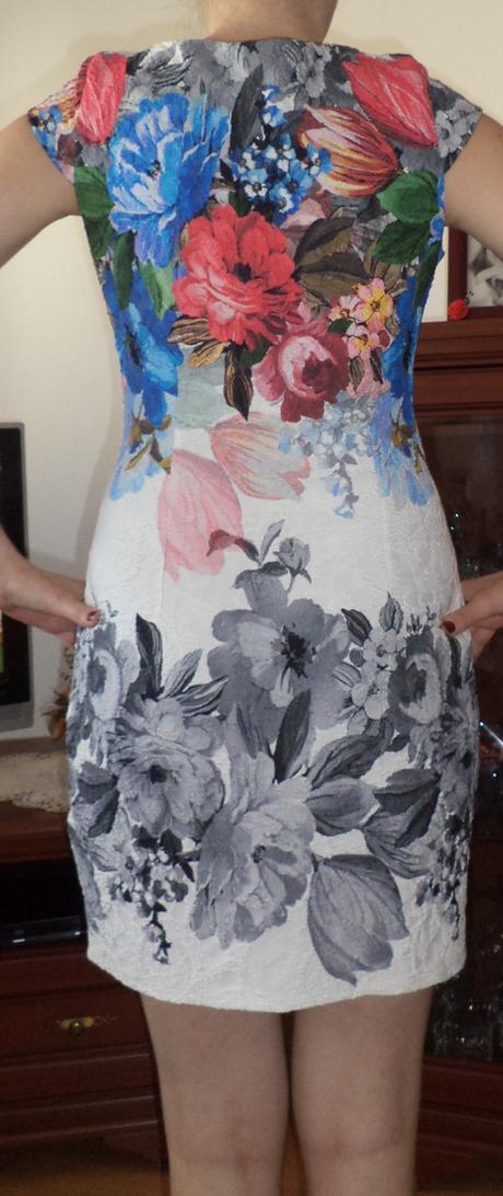 Kvetinové šaty, M