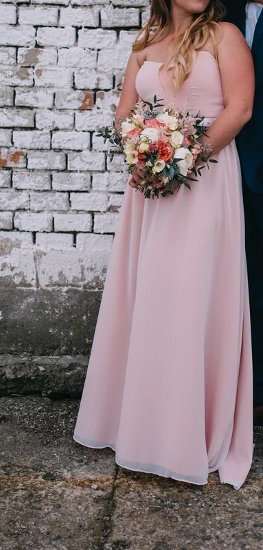 Jednoduché svatební šaty , 38