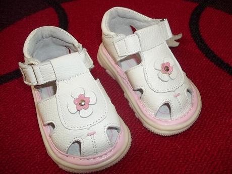 sandálky Skippy (jsou menší), 20