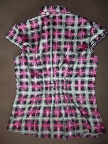 saténová košile, 36