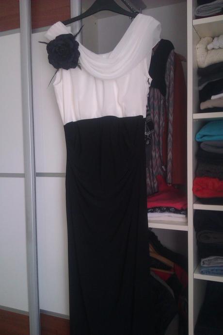Čierno biele šaty, 40