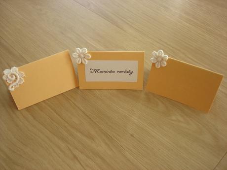 jmenovky ke svatebnímu stolu,