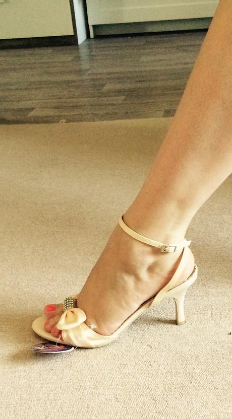 Elegantní dámské sandálky - pastelově žlutá, 36