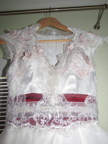 špeciálne svadobné šaty + doplnky, 34