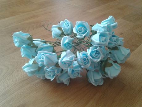 Světle modré růžičky.,