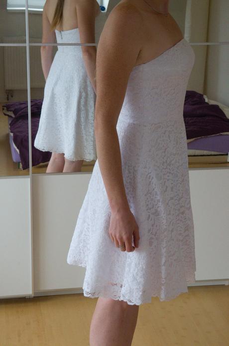 krátké bílé šaty, 39