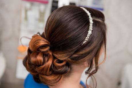 Prekrásna čelenka do vlasov,